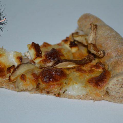 Pizza integral de setas y queso feta