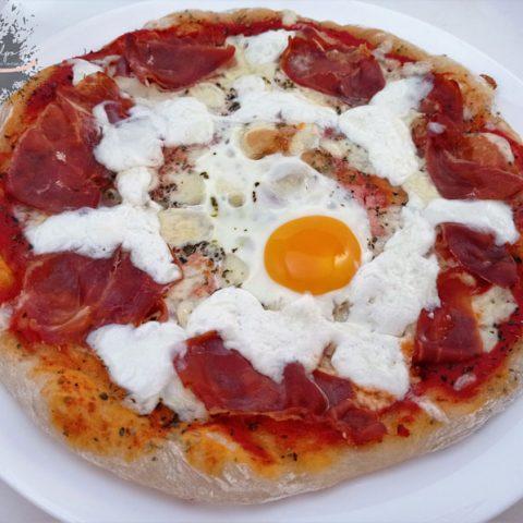 Pizza serrana con burrata